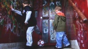 Fostering Wales, leaving age should rise to 21, charities say.